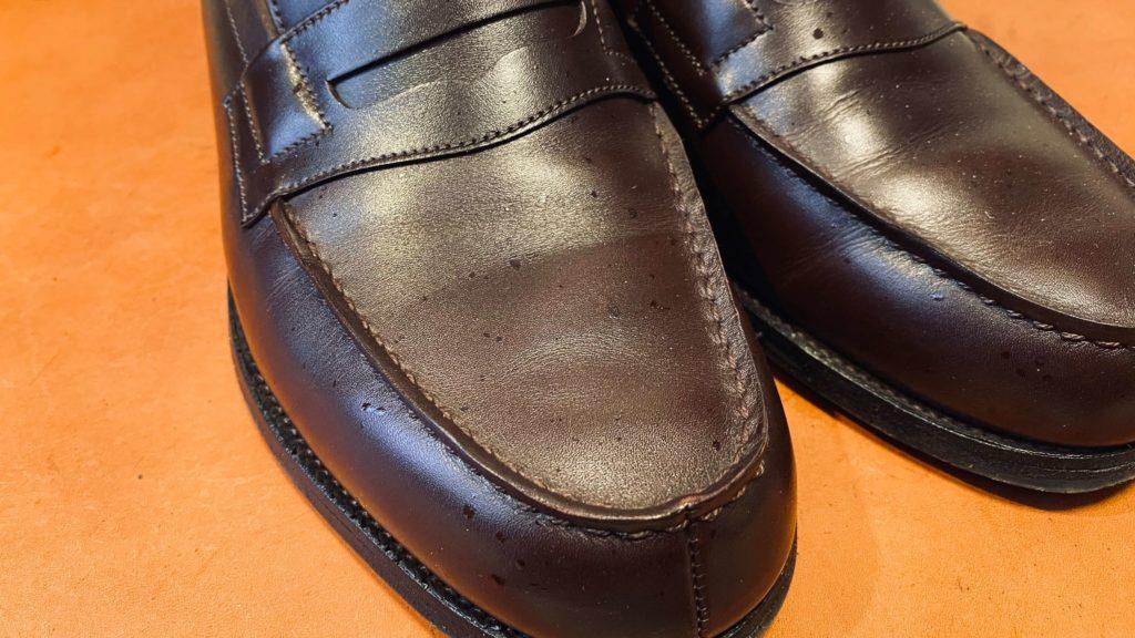 酒が飛び散った靴の表面