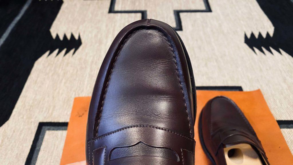 クリーナーで汚れを取った後の靴の表面