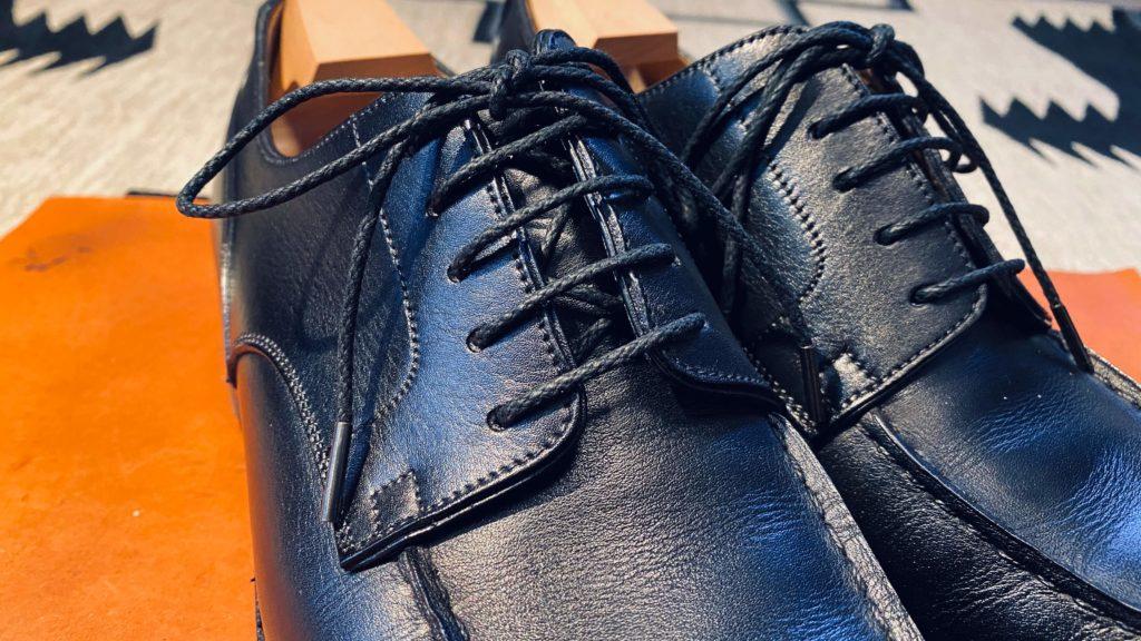 紗乃織靴紐アップ
