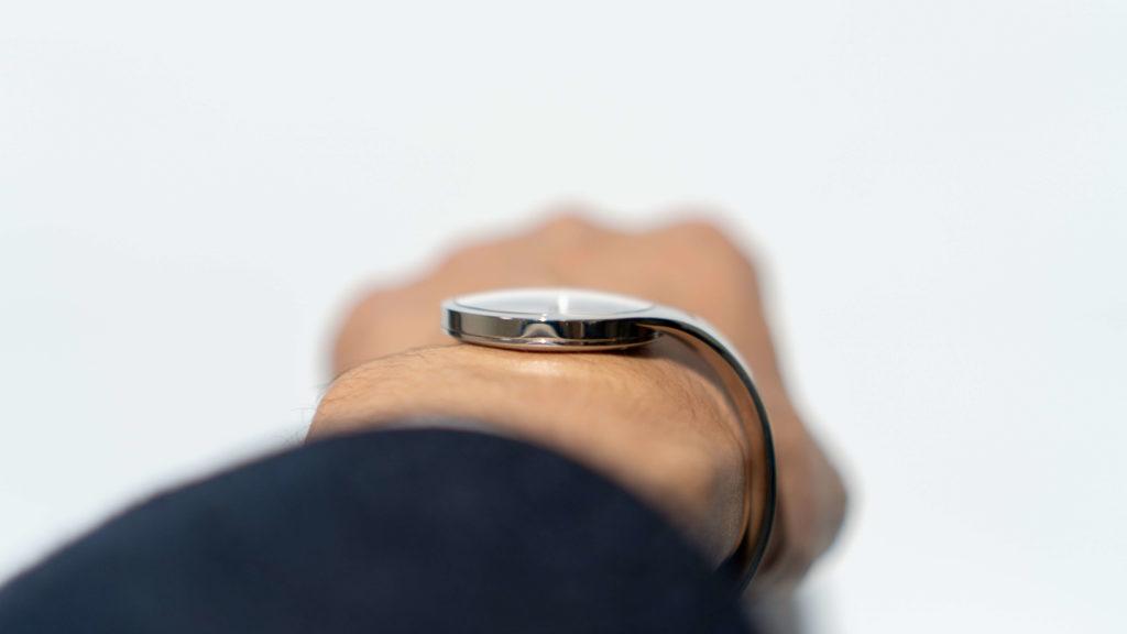 腕時計viviannaの薄さ