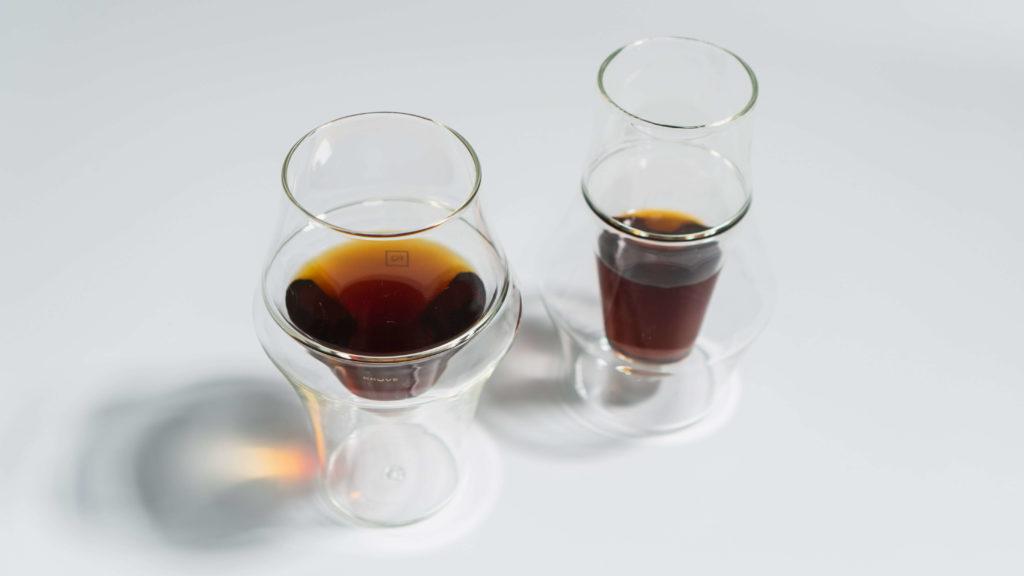 KRUVEグラス2種ににコーヒーを入れて上から