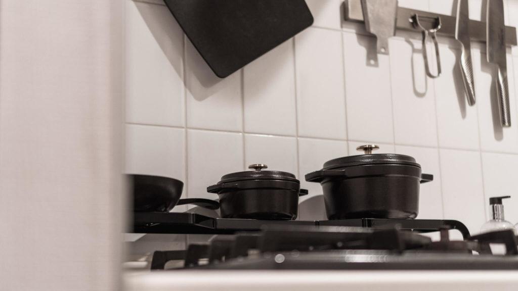 キッチン_コンロとストウブ鍋