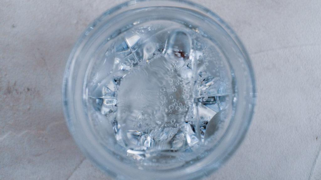 バカラのタリランド_炭酸水を入れて真上から
