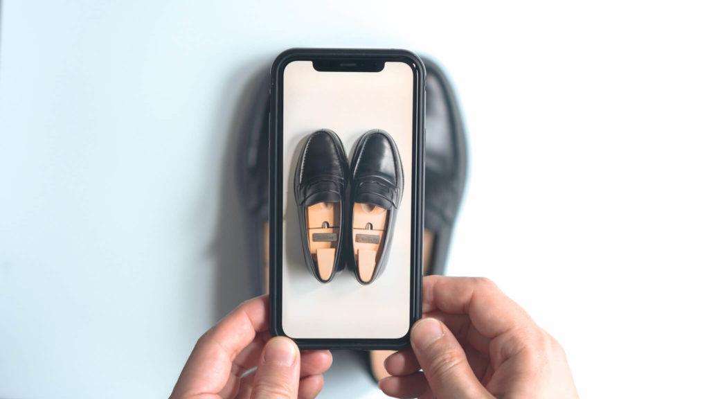 iPhone越しのジェイエムウエストン