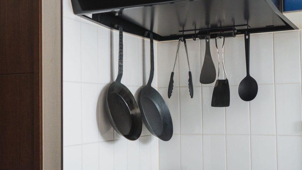 キッチンに吊るしているタークのフライパン