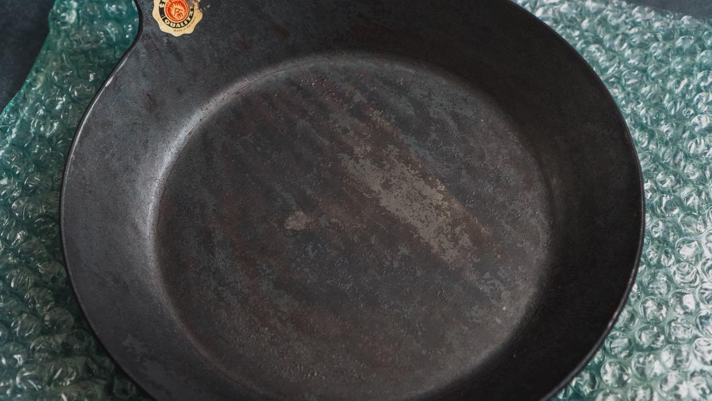 タークのフライパン22cm表面