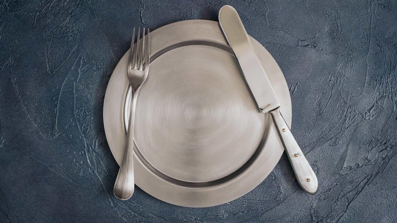 竹俣勇壱のリム皿とカトラリー