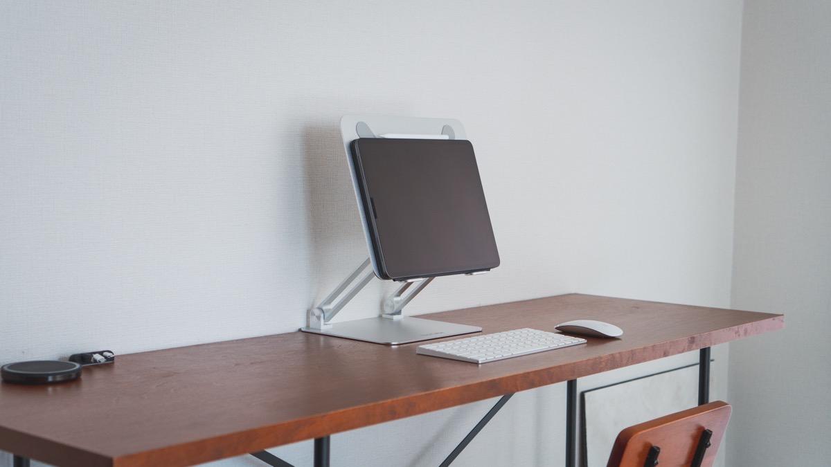 iPadとスタンディングデスク