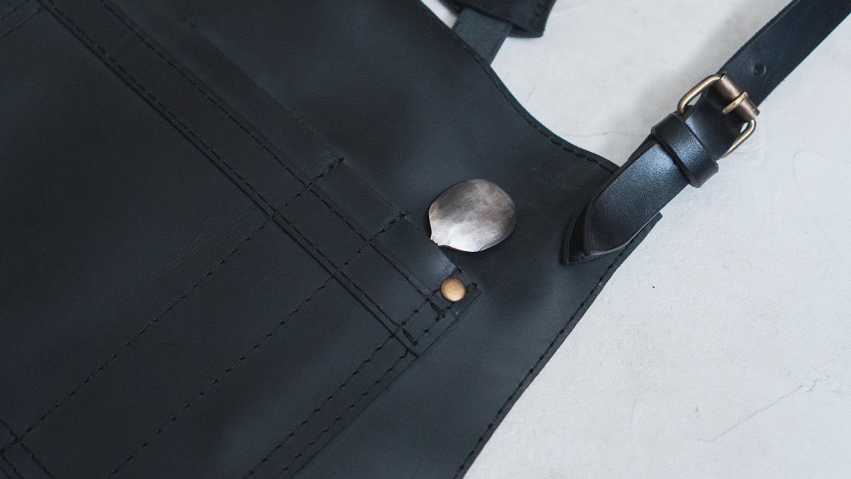 KrukGarageのレザーエプロン スプーンポケット