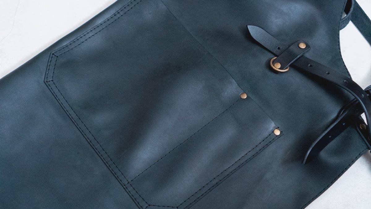 KrukGarageのレザーエプロン 下部ポケット