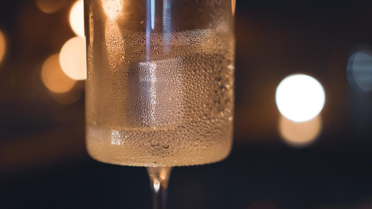 グラスと水滴