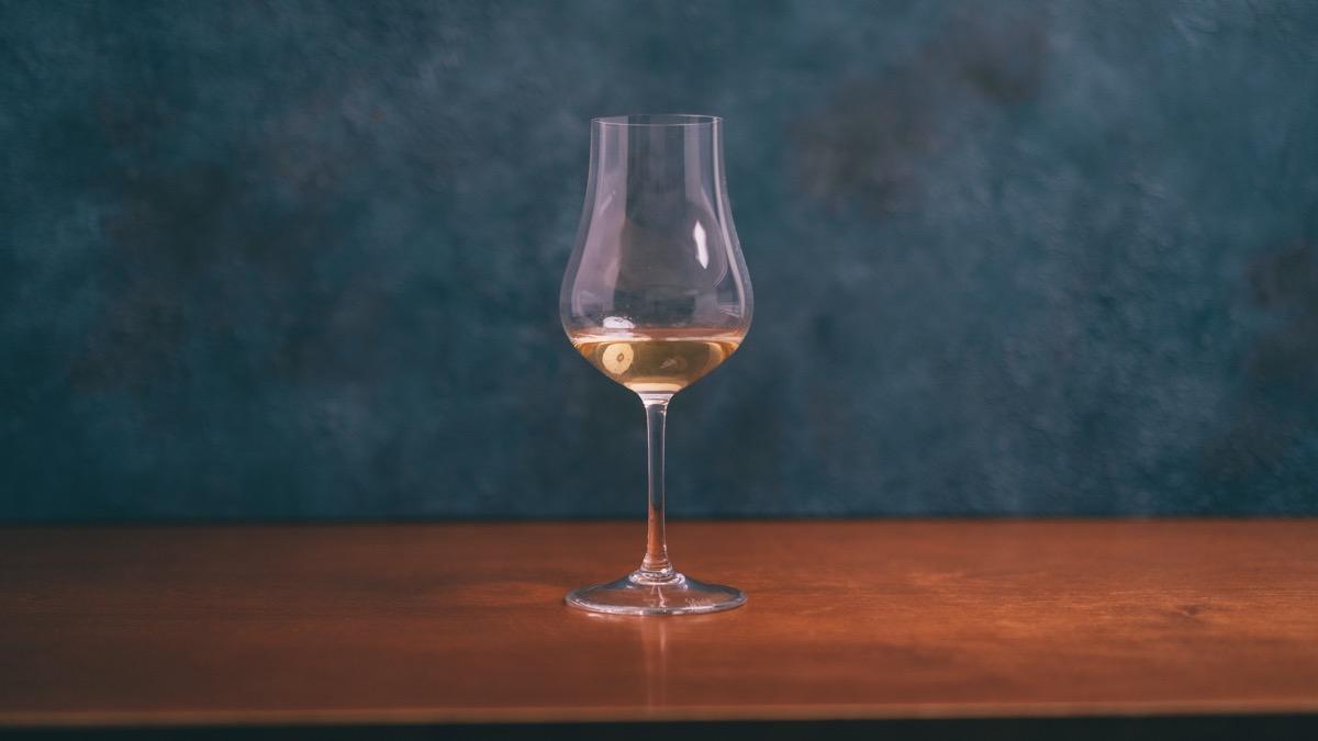 ストレート用グラスに注いだ梅酒